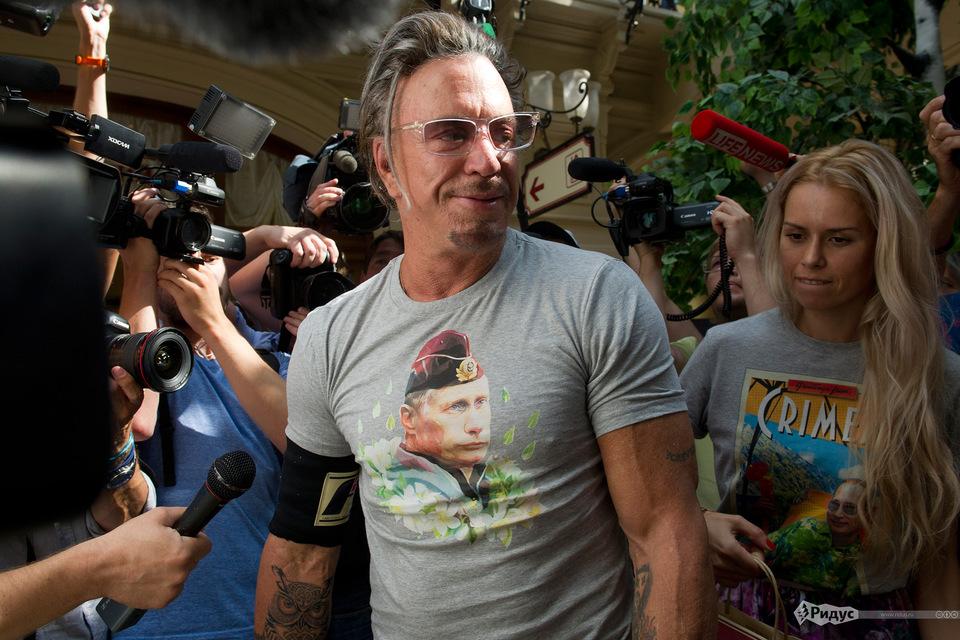 Микки Рурк попросил похоронить его вгосударстве Украина около чужого дедушки