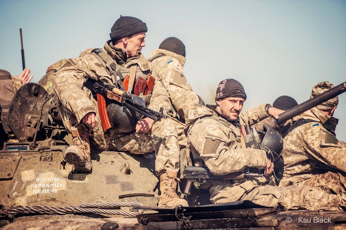 Вместо разведения сил ВФУ стягивают технику к линии фронта