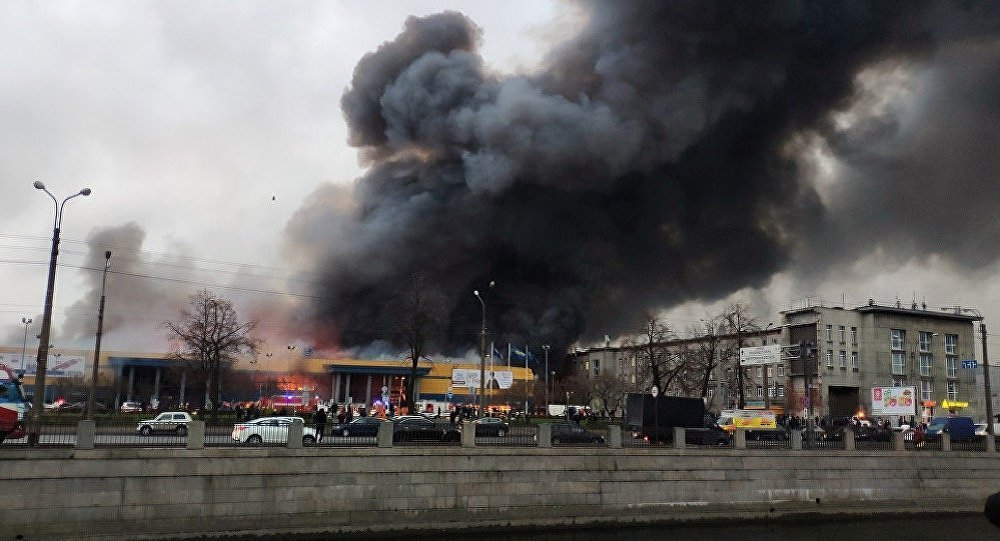 10:44 by Info Resist В Санкт Петербурге пожар охватил огромный супермаркетInfoResist
