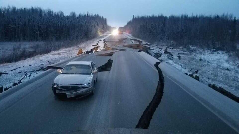 «Трассы раскололись как лед»: В Аляске землетрясение, жители эвакуируются. ВИДЕО 2