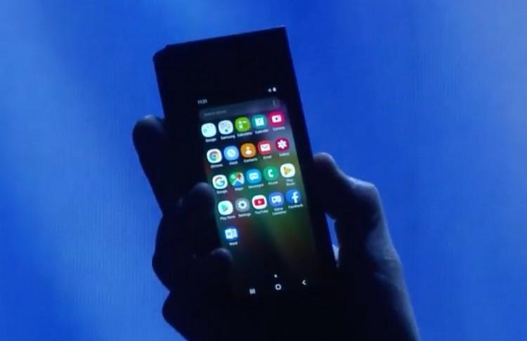 16:13 by Info Resist     </p> <p>       Samsung показал гибкий смартфон<br />              InfoResist