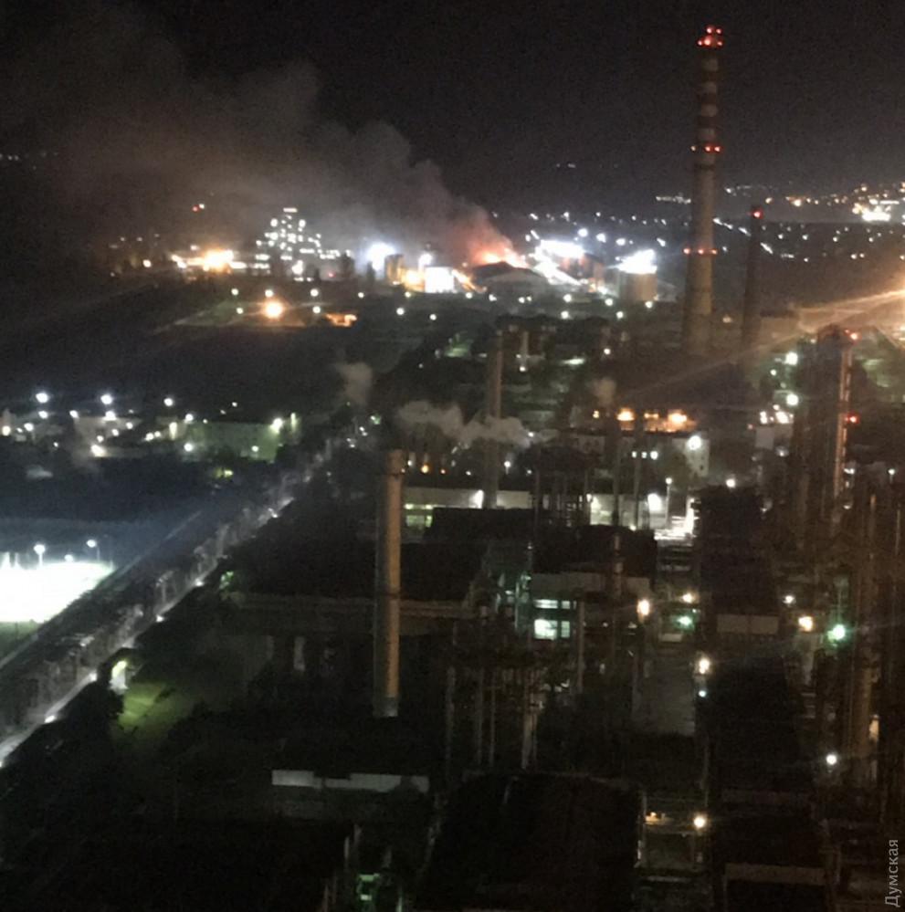 Масштабный пожар под Одессой: горит маслозавод, людей эвакуировали в бомбоубежище. Фото и видео 3