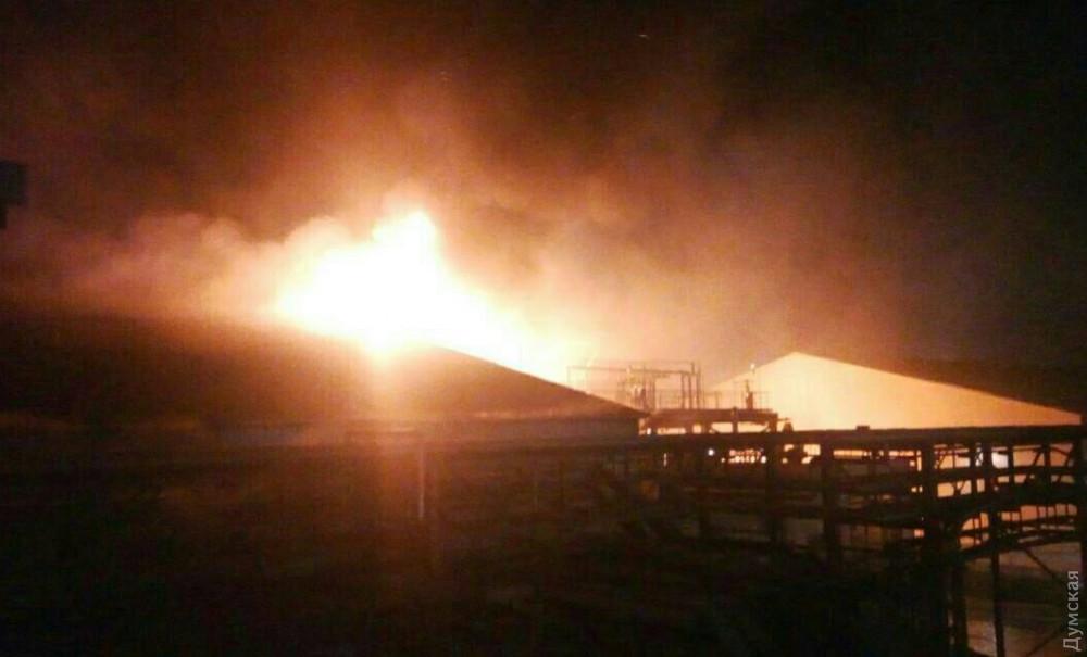 Масштабный пожар под Одессой: горит маслозавод, людей эвакуировали в бомбоубежище. Фото и видео 4
