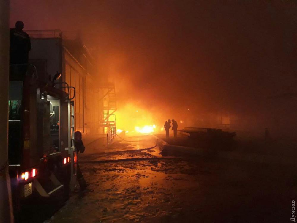 Масштабный пожар под Одессой: горит маслозавод, людей эвакуировали в бомбоубежище. Фото и видео 5