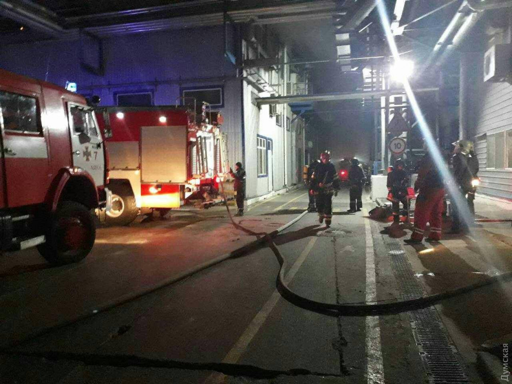 Масштабный пожар под Одессой: горит маслозавод, людей эвакуировали в бомбоубежище. Фото и видео 6