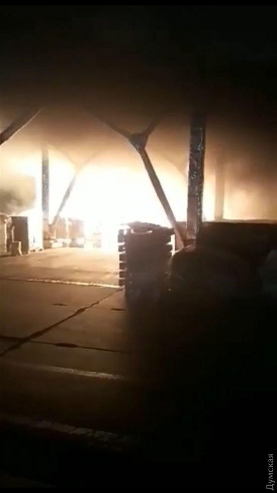 Масштабный пожар под Одессой: горит маслозавод, людей эвакуировали в бомбоубежище. Фото и видео 9