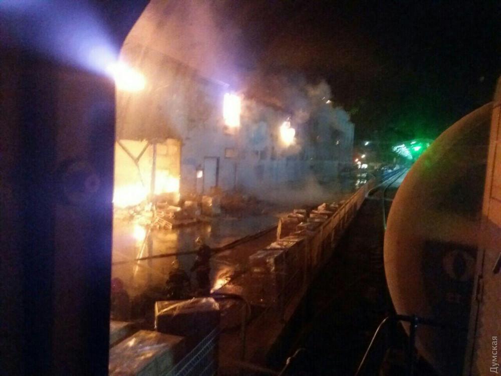 Масштабный пожар под Одессой: горит маслозавод, людей эвакуировали в бомбоубежище. Фото и видео 8