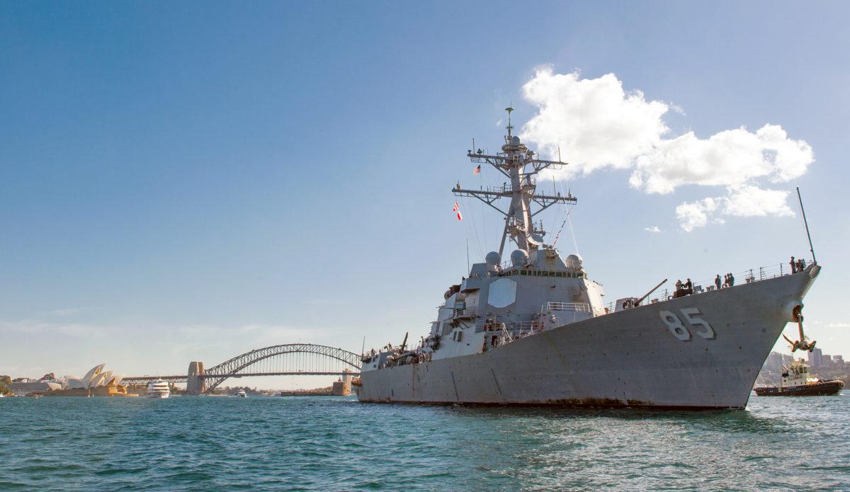 Ракетный эсминец США проплыл вблизи Владивостока— Путину бросили вызов