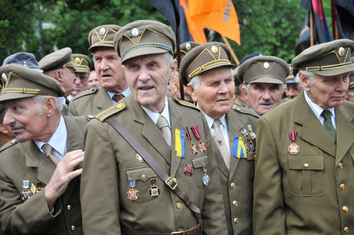 Порошенко подписал закон опредоставлении солдатам УПА статуса УБД