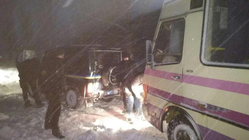 ВУкраинском государстве из-за непогоды ограничили движение транспорта вчетырех областях