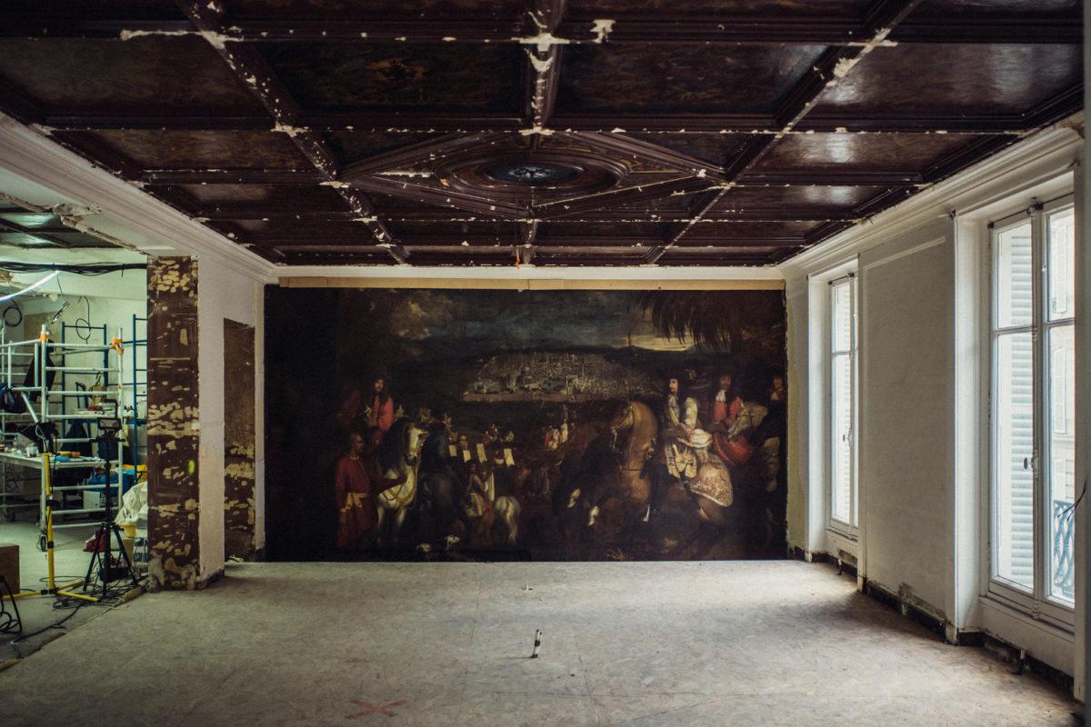 Неповторимую картину 17 века обнаружили вовремя ремонта вбутике Парижа
