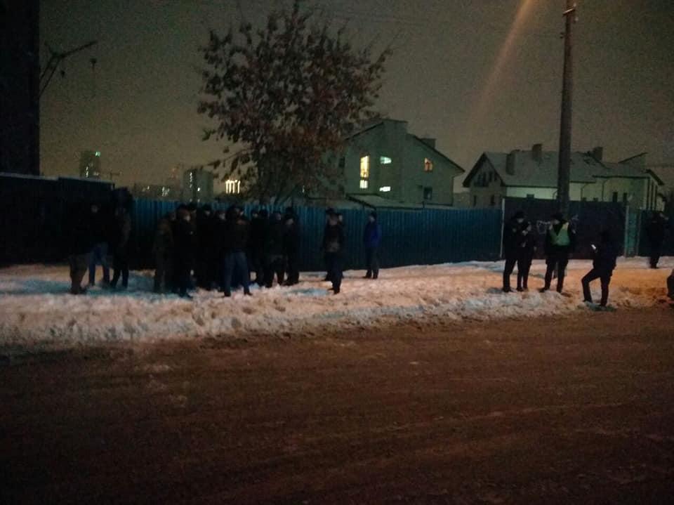 Подростков-чеченцев, которые избивали мужчину в Киеве, нашли активисты. Они извинились