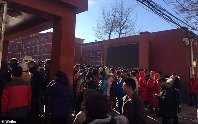 20 школьников пострадали в итоге нападения впекинской школе