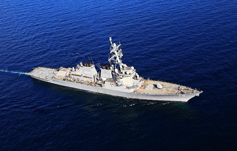 ВЧерное море направляется американский боевой корабль
