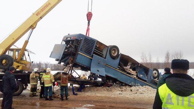 В России упал в кювет автобус детьми 1