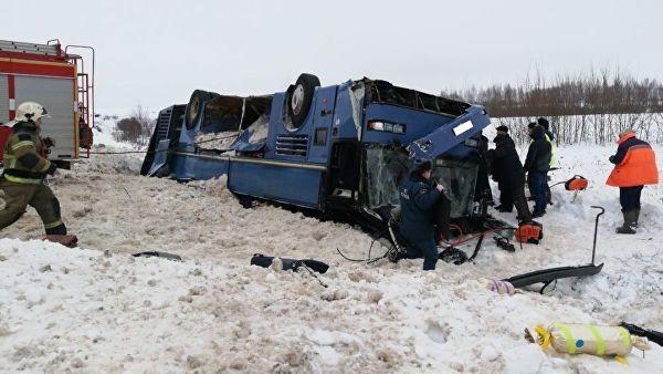 В России упал в кювет автобус детьми 2