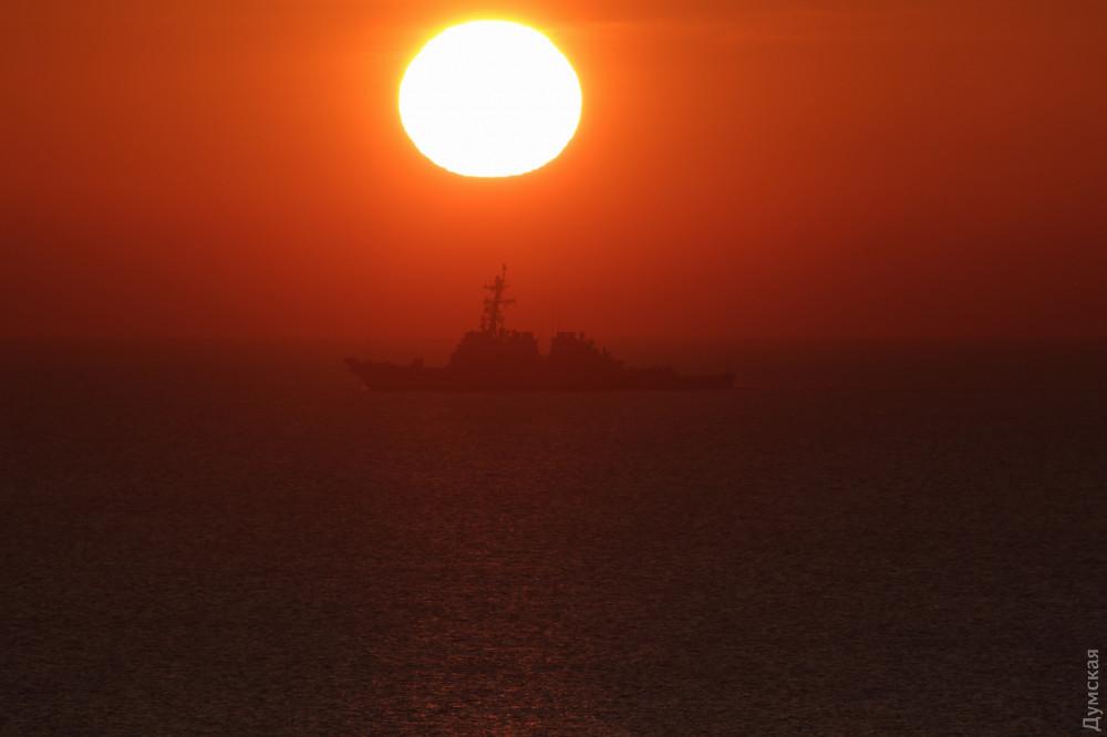 В Одессе пришвартовался боевой корабль США 3