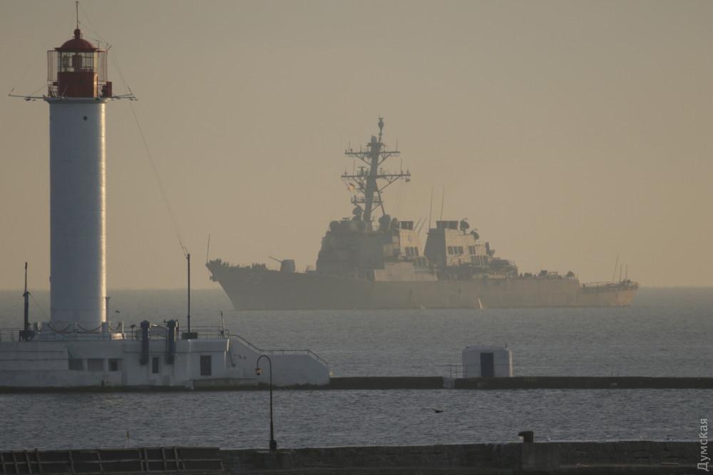 В Одессе пришвартовался боевой корабль США 4