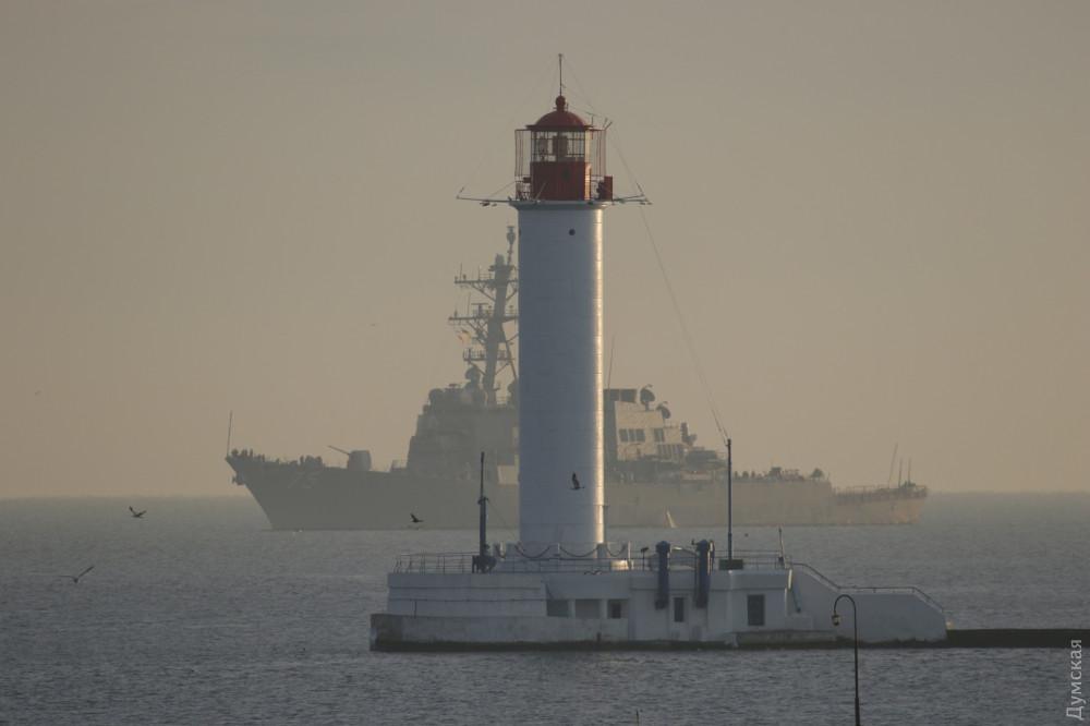 В Одессе пришвартовался боевой корабль США 5