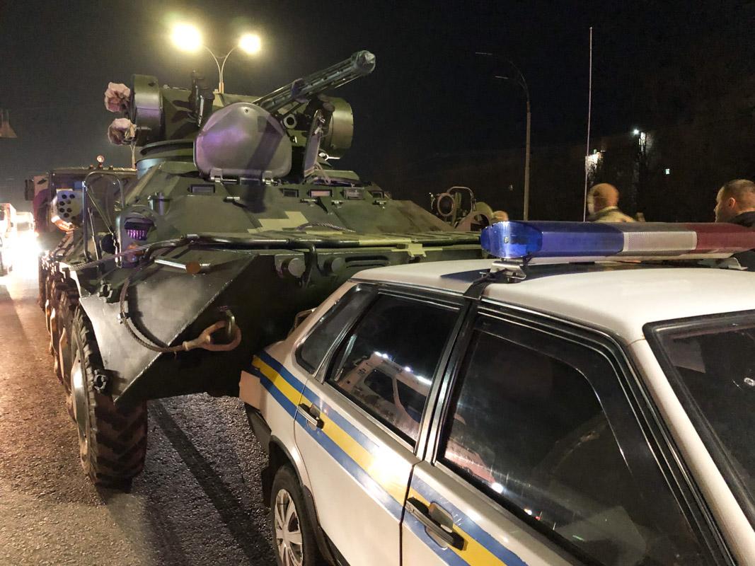 Отказали тормоза: в Киеве БТР после ремонта влетел в автомобиль военной инспекции. ВИДЕО 2