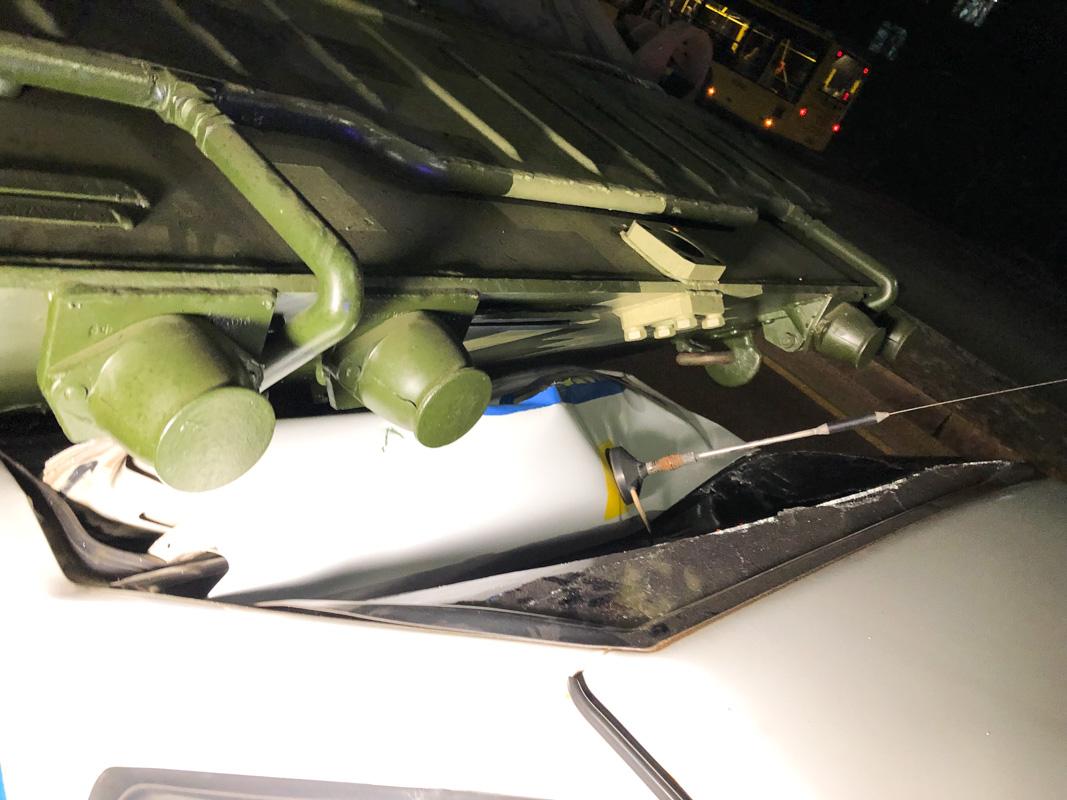 Отказали тормоза: в Киеве БТР после ремонта влетел в автомобиль военной инспекции. ВИДЕО 3