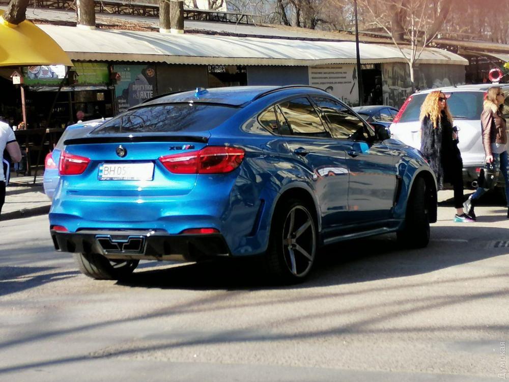 Смертельные гонки «мажоров»: Скорость была такой огромной, что BMW разорвало пополам о столб 3