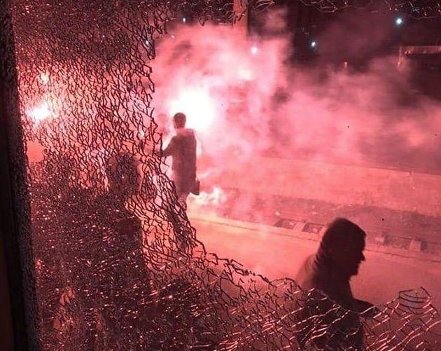Запорожье: Фанаты Карпат разгромили три вагона поезда Львов