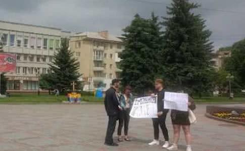 ВКиеве около здания МВД протестуют против задержания вРовно