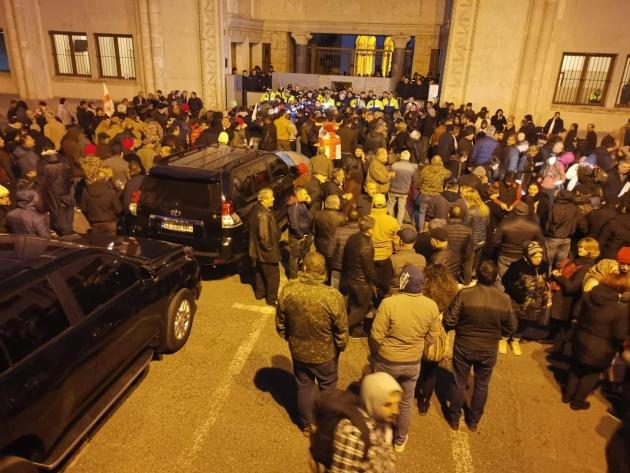 В Тбилиси спецназ снес палаточный городок и водометами разогнал протестующих. ВИДЕО 4