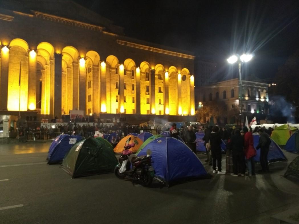 В Тбилиси спецназ снес палаточный городок и водометами разогнал протестующих. ВИДЕО 5