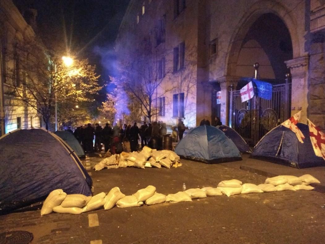 В Тбилиси спецназ снес палаточный городок и водометами разогнал протестующих. ВИДЕО 6