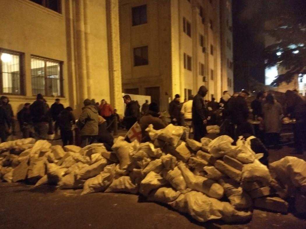 В Тбилиси спецназ снес палаточный городок и водометами разогнал протестующих. ВИДЕО 7
