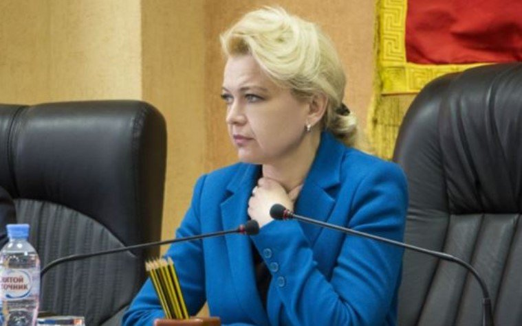 Ким були при Україну і як прийшли до «влади» кримські «чиновниці в шубах»