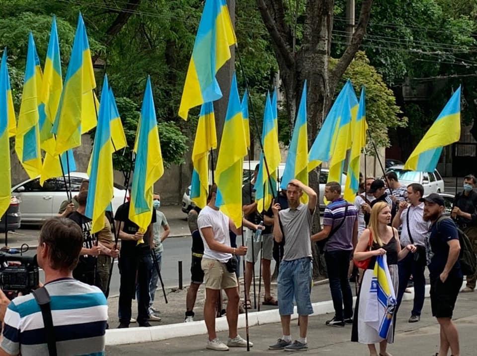 Впервые в истории: Десятки активистов и волонтеров пришли поблагодарить адмирала Воронченко за службу