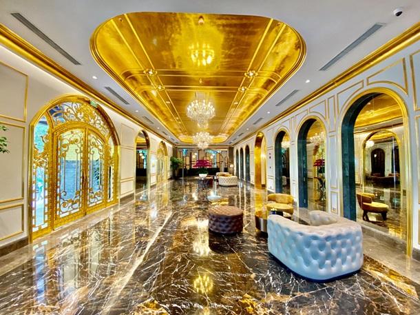 Во Вьетнаме открылся первый в мире золотой отель