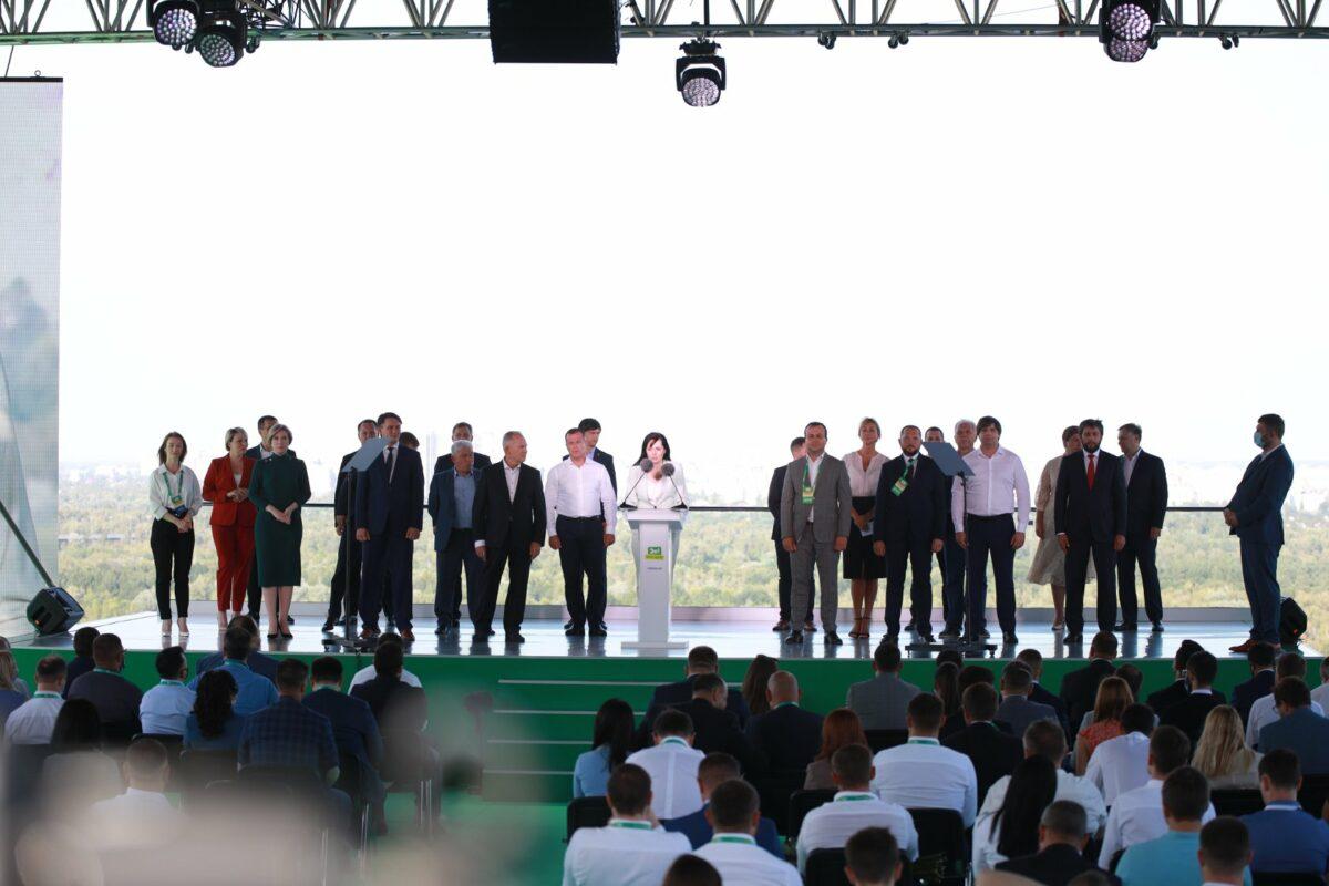 Юмористы, экс-регионал и люди Ахметова: «Слуга народа» представила кандидатов в мэры городов