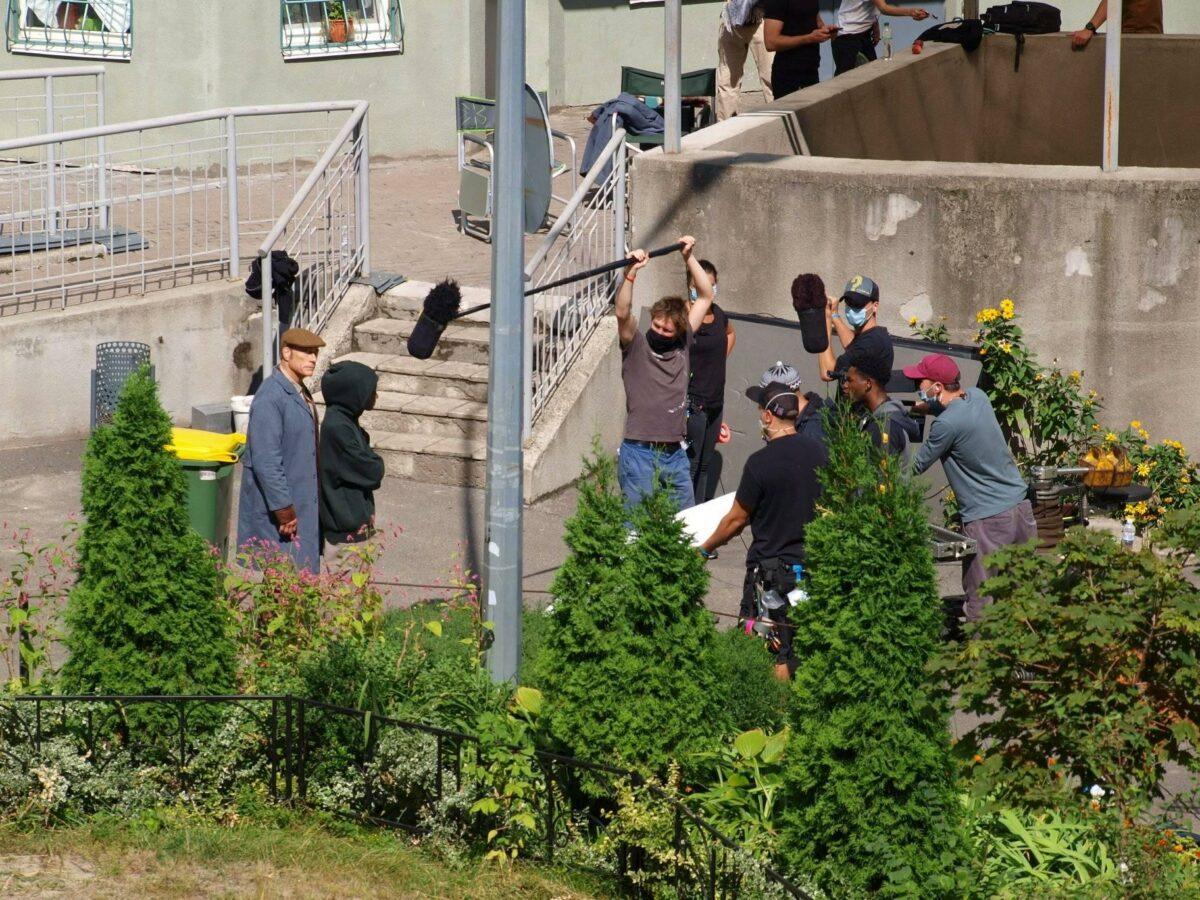 В костюме и кепке: Ван Дамма заметили в Бортничах на съемках фильма для Netflix
