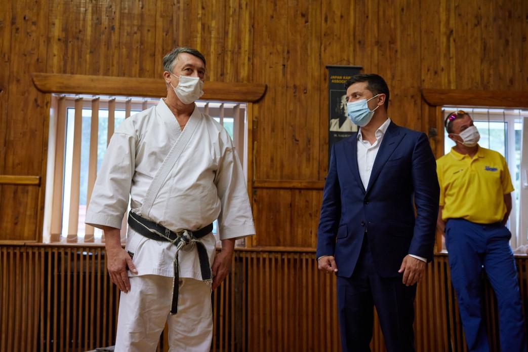 Зеленский получил диплом мастера карате первого дана и черный пояс