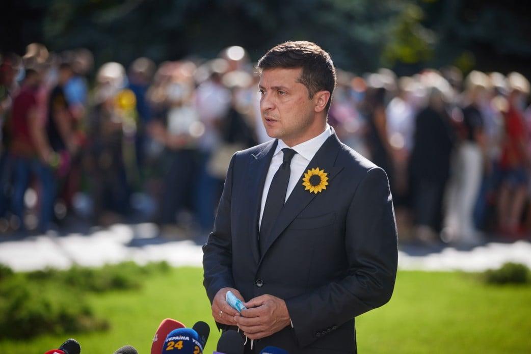 Зеленский заявил, что Порошенко обманывает о возможной потере Украиной безвиза