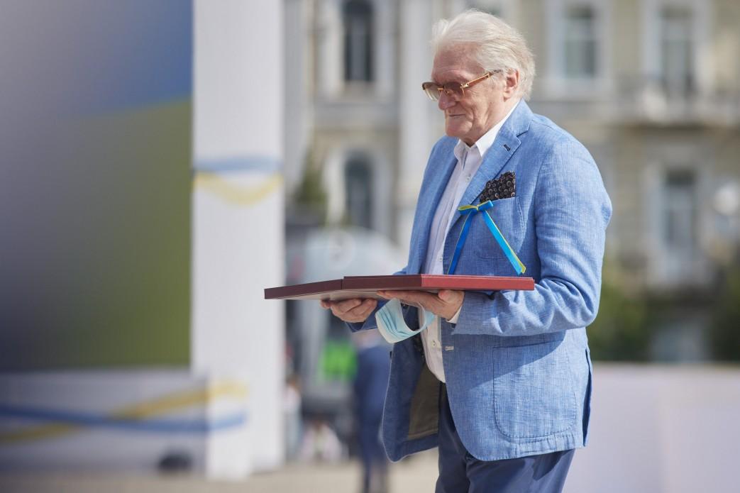 Зеленский присвоил почетное звание Героя Украины трем гражданам