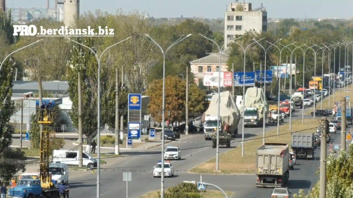 В Бердянск перебросили два бронекатера ВМС. По морю решили не идти – использовали тягачи