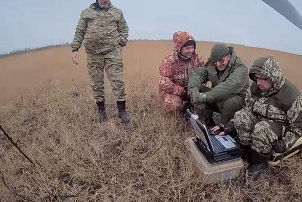 На кадры со сбитого на Донбассе российского дрона попали несколько боевиков