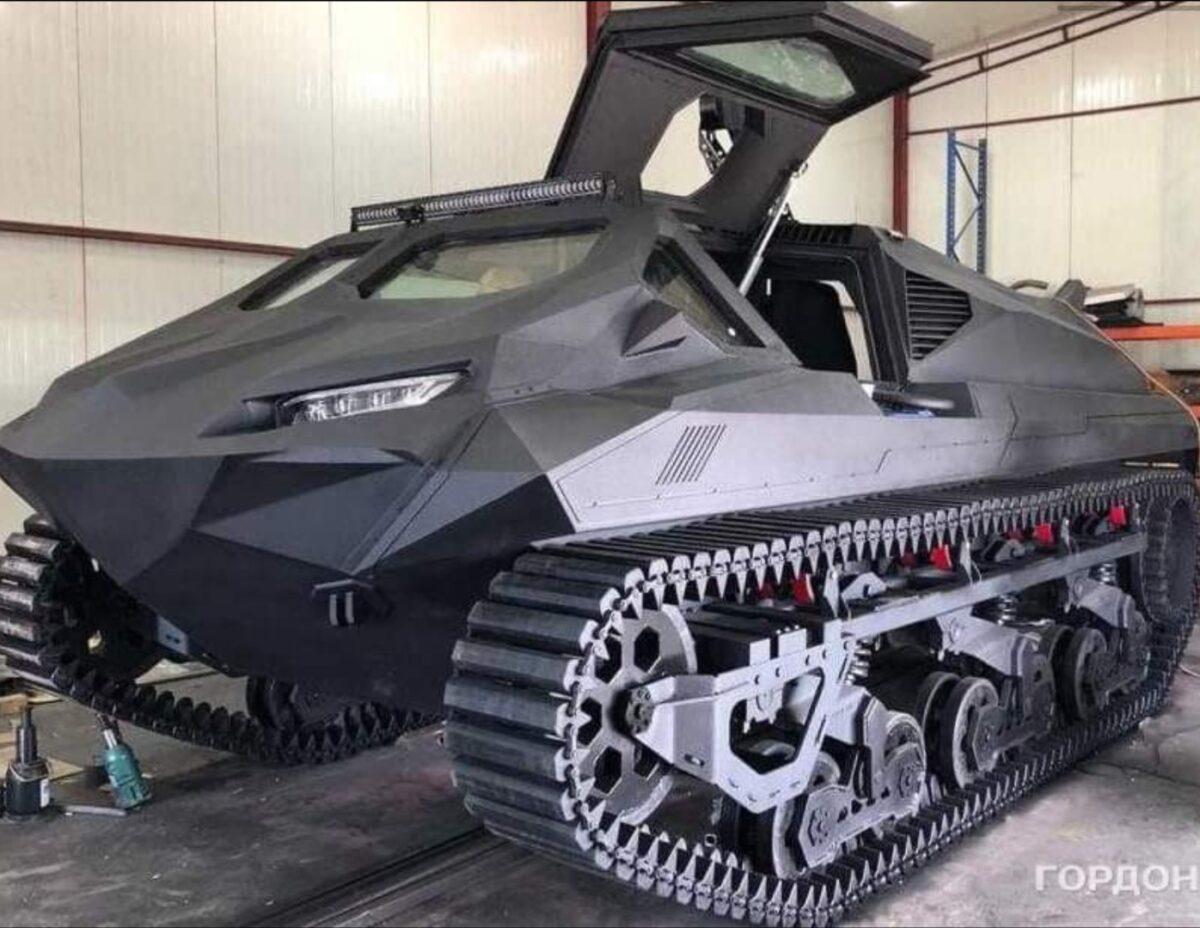 Киевляне создали плавающий бронированный электромобиль, который представят в Абу-Даби