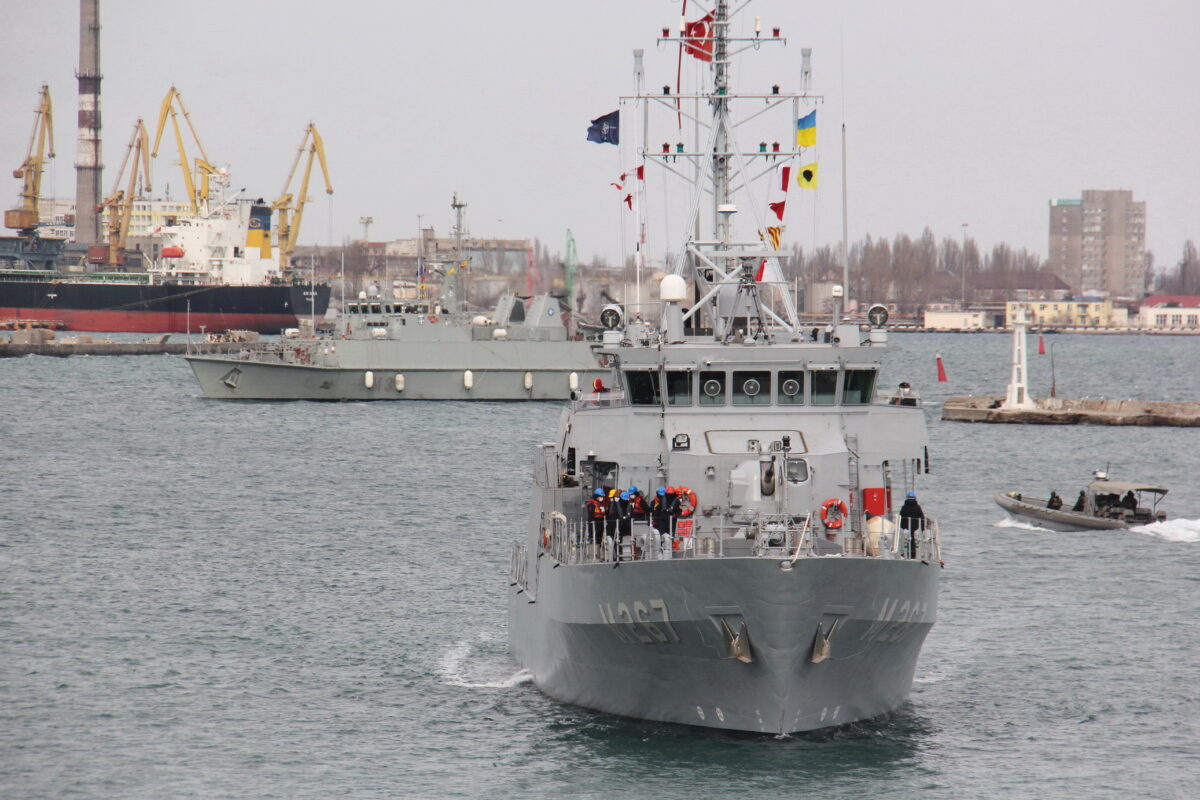 Москва грозит начать бомбежку Киева и уничтожить резиденцию президента Украины: В одесский порт зашли корабли группы НАТО 2