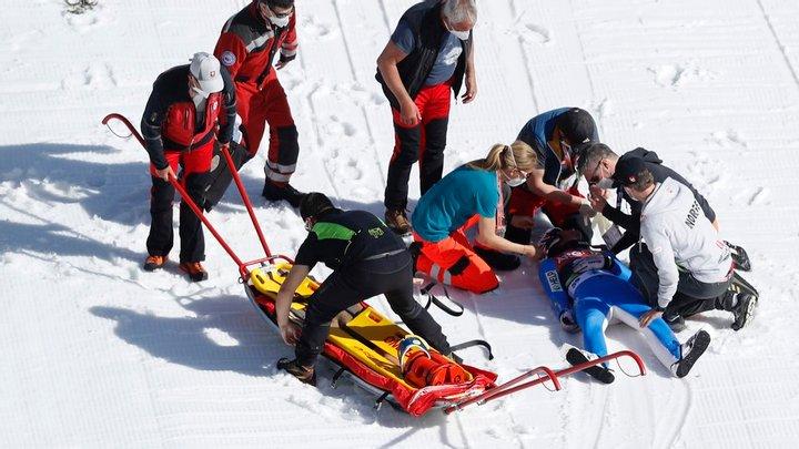 Норвежский прыгун с трамплина упал на скорости 100 км/ч, его ввели в кому: видео прыжка 3