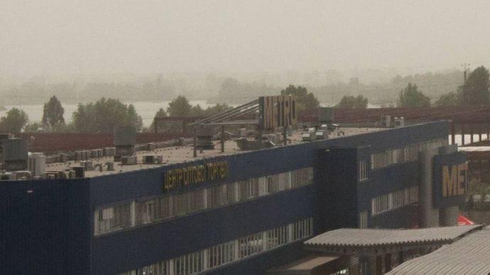 Киев накрыло густым смогом ипылевой бурей из-за жары исуховеев