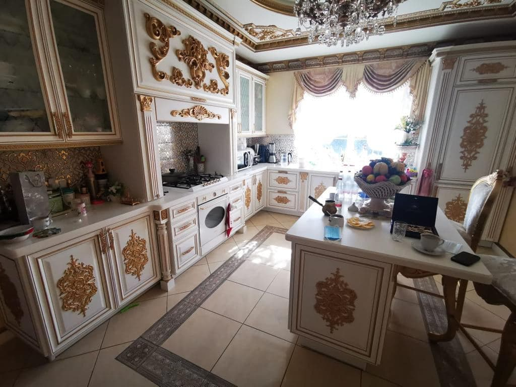 В России задержали за коррупцию начальника ГИБДД. В его доме нашли золотой унитаз, где весь дом в золоте 9