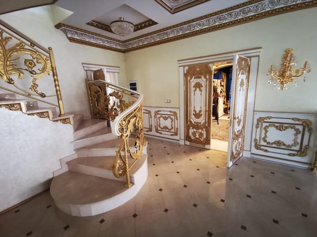 В России задержали за коррупцию начальника ГИБДД. В его доме нашли золотой унитаз, где весь дом в золоте 5
