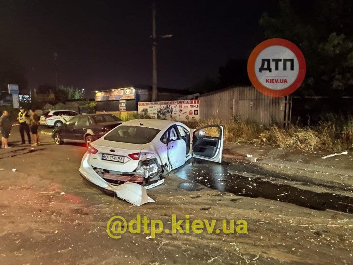 Пьяный мужчина бросил жену умирать на дороге: В Киеве произошло жуткое ДТП 1