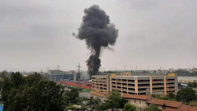 В Италии самолет врезался в здание, много погибших 1
